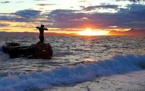 Uzorita sculpture in the water